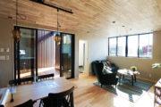 アーバンアウトドアな暮らしを楽しむ家